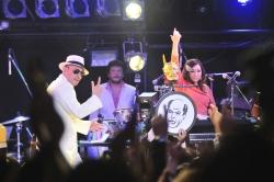 Crazy ken Band  Live 「NAKAYOSHI2011」・3