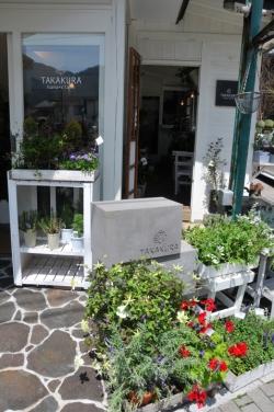nicoドーナッツ湯布院本店・隣接されたフラワーショップ『TAKAKURA』入り口