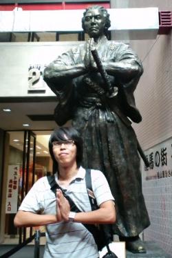 長崎を「さるく」〜1日でまわれる長崎有名観光スポット・長崎まちなか龍馬館前