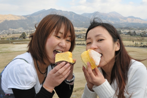 高千穂〜阿蘇「B級ご当地グルメ」食べ歩きドライブ・南阿蘇米粉チーズスフレ