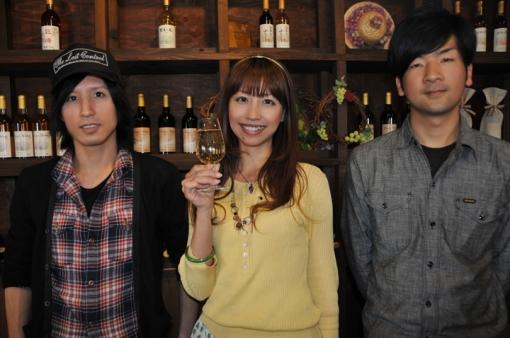久住ワイナリー・土持マネージャー(左)、農場管理担当の佐藤さん(右)