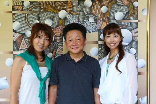 佐藤焼酎製造場蔵見学・武井千穂(左)水江社長(中央)中本望美(右)