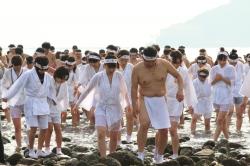 青島裸まいり・禊
