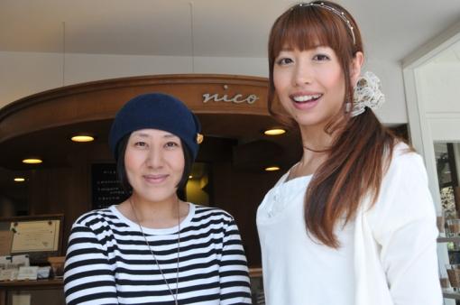 nicoドーナッツ湯布院本店・オーナー・タカクラミキさん(左)