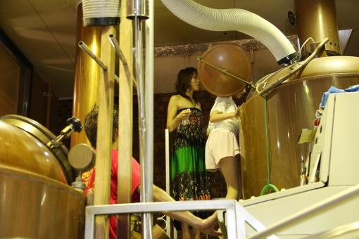 ひでじビール蔵見学・洗浄作業風景