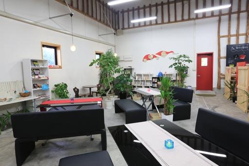 TUKURU & CAFE 野津原倉庫 店内