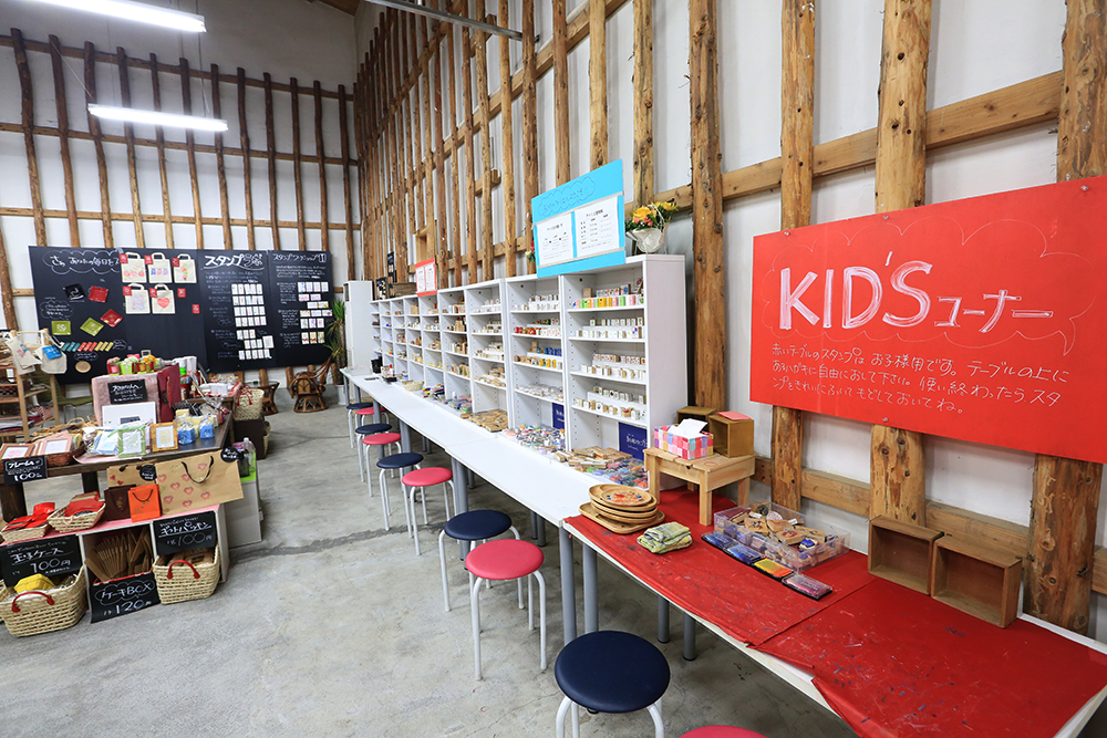 TUKURU & CAFE 野津原倉庫 店内KIDS体験コーナー